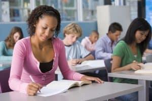 סטודנטים לומדים בקורס אנגלית עסקית