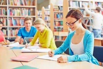 לומדים בספרייה המכללתית